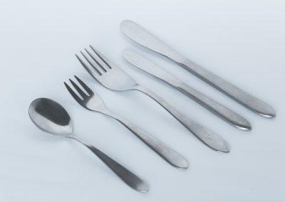 Cubierteria nacional inca: Cuchillo fuerte, tenedor fuerte, cucharita, tenedorcito, cuchillo entrada