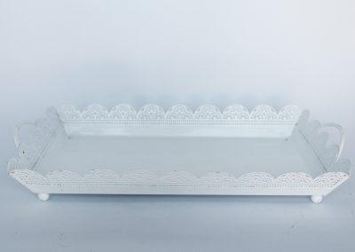 Bandeja blanca troquelada vintage  32 x 18 cm