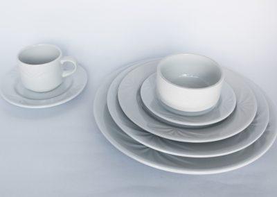 Vajilla redonda fortune: plato base ($714), plato fuerte, plato torta, plato pocillo, taza consome, pocillo