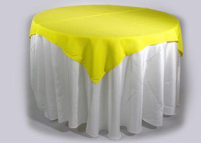 Tapa sencilla cuadrada amarillo biche 150 x 150 cm