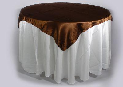 Tapa sencilla cuadrada chocolate satín 150 x 150 cm