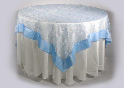 Tapa organza cuadrada azul cielo 200 x 200 cm