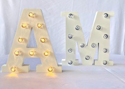 Letra M, A 21x20cm (de pila)